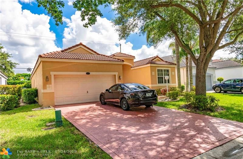 6829 NW 81 Ct